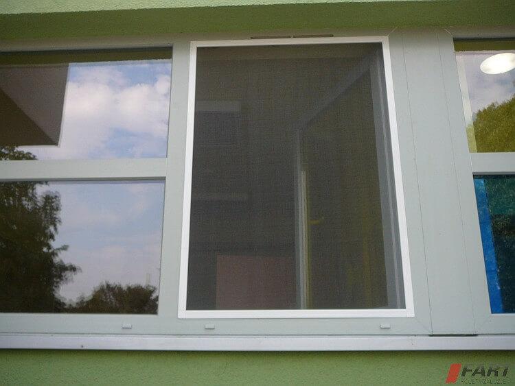 moskietiera okienna ramkowa