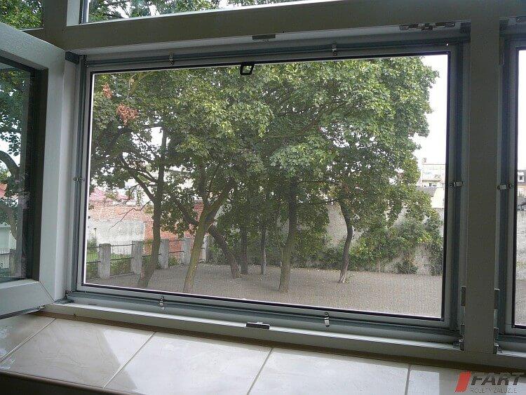 moskitiera okienna ramowa